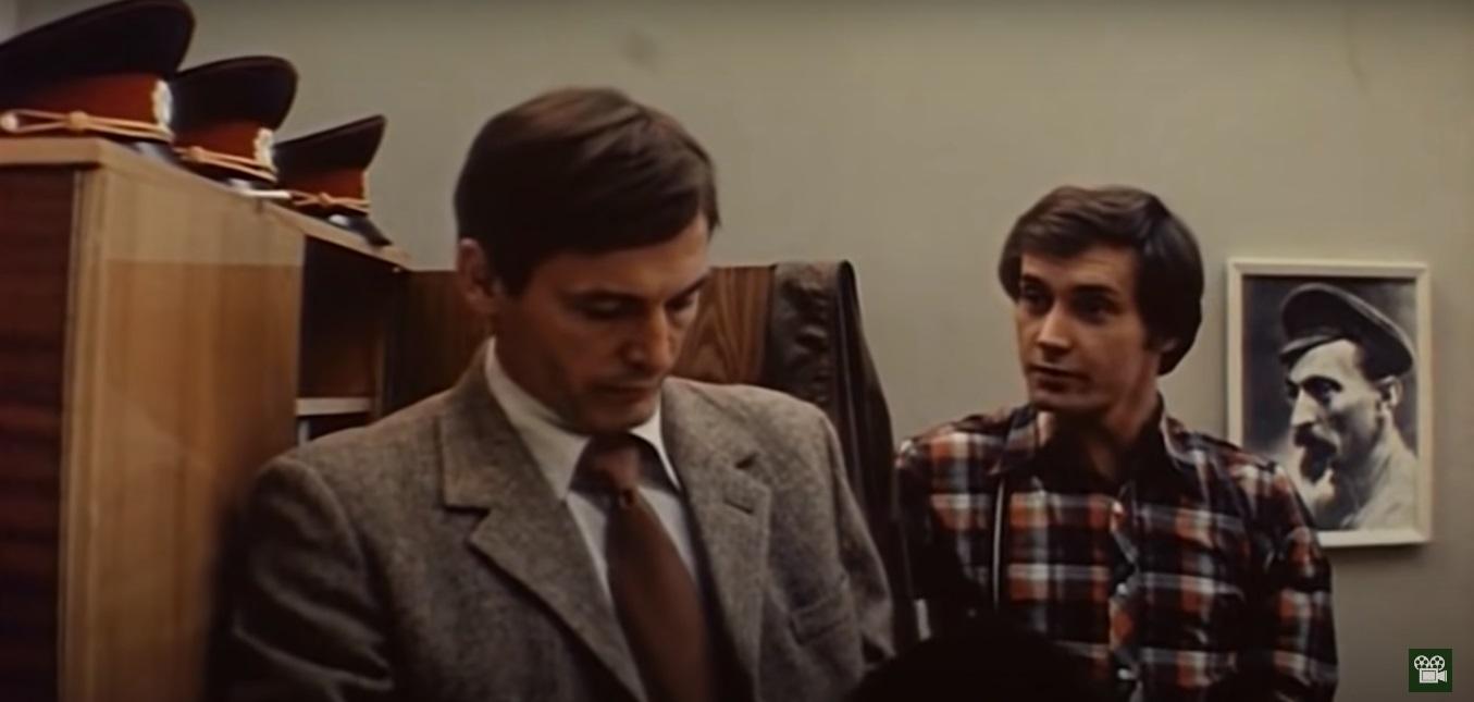 В кабинетах на Петровке, 38 со стен участливо смотрят Феликс Эдмундович и Владимир Ильич