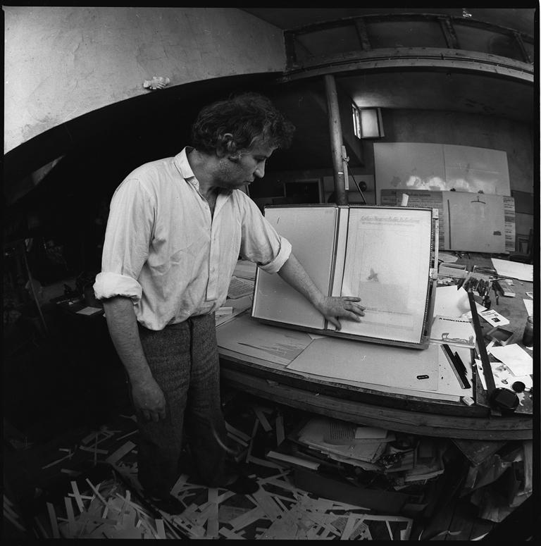 Илья Кабаков в своей мастерской