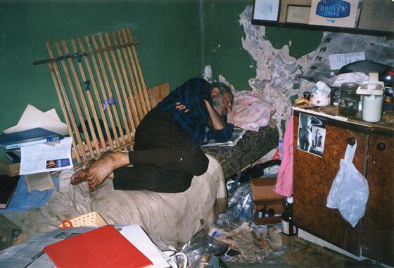 Иосиф Гинзбург в сквоте «Зеленая ветка», начало 2000 г. Фото: Мартин Мартынов