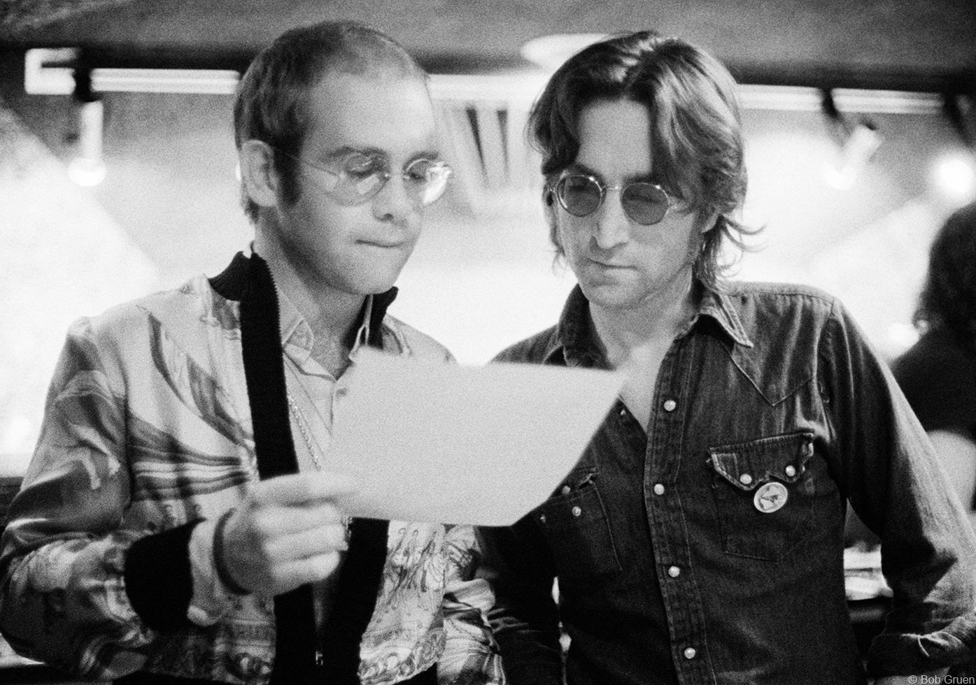 """Элтон Джон и Джон Леннон в нью-йоркской студии звукозаписи, 1974-й год. """"Он очаровал меня сразу. Не потому что он— один"""