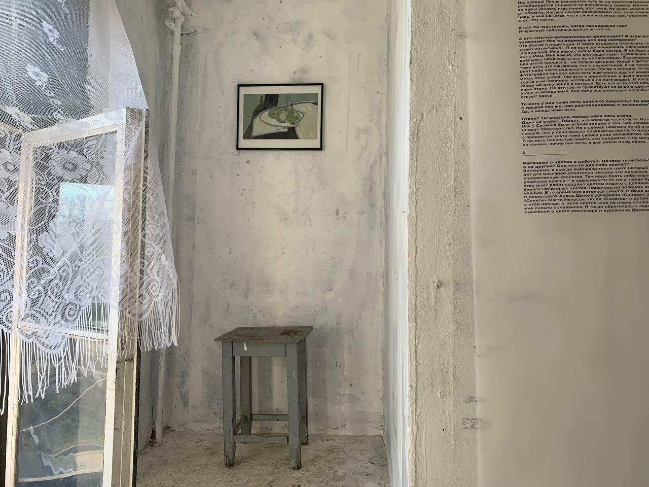 Фрагмент экспозиции«Груши. Диа- и монотипии». Галерея FFTN, Санкт-Петербург, 2021.