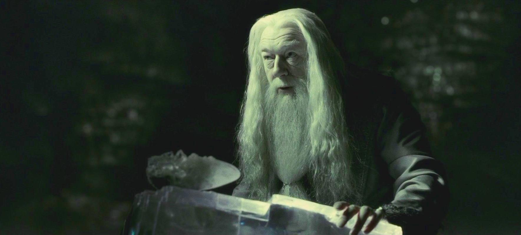 """<b>Кадр из фильма""""Гарри Поттер и Принц-полукровка""""</b>"""