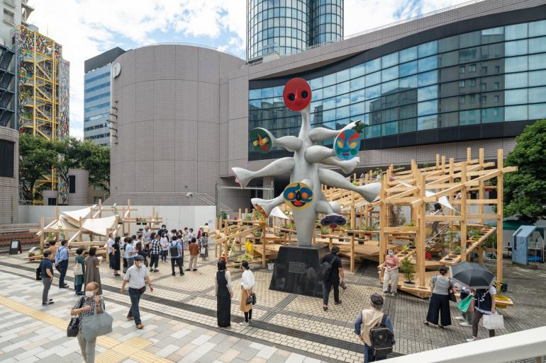 В центре - сюрреализм Таро Окамото