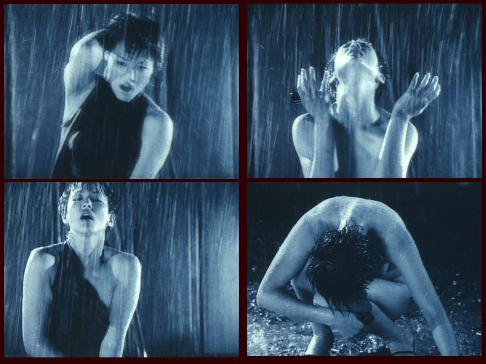 <i>Танец Асуки Куросавы (гравюр-айдол) в «Июньском змее», 2002</i>