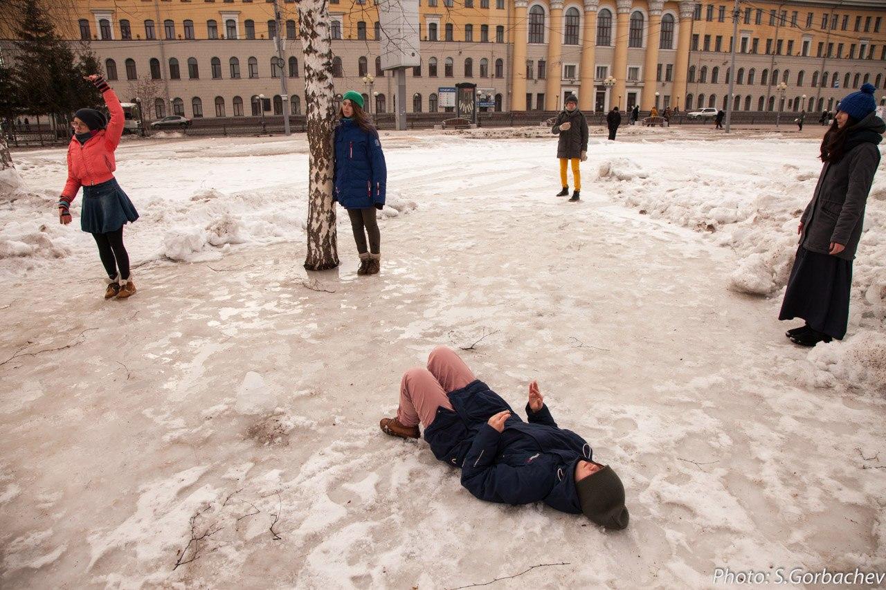 ТРИ П. Перформанс «Тело в парке». 2016.Фото Сергей Горбачев