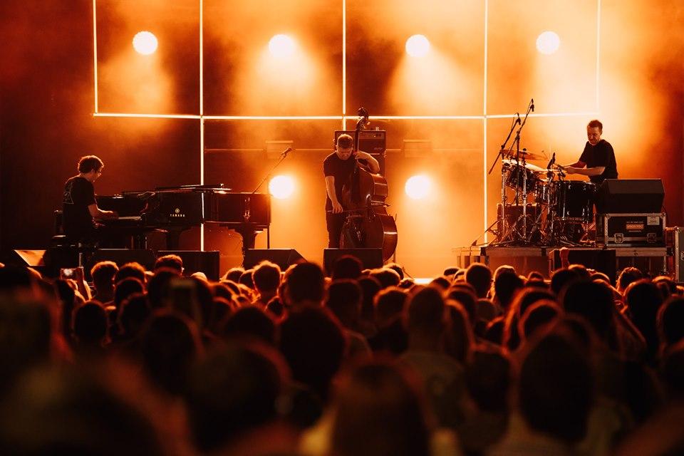 © Фотограф - Арсений Горшенин. GoGo Penguin на фестивале Chess & Jazz 2019