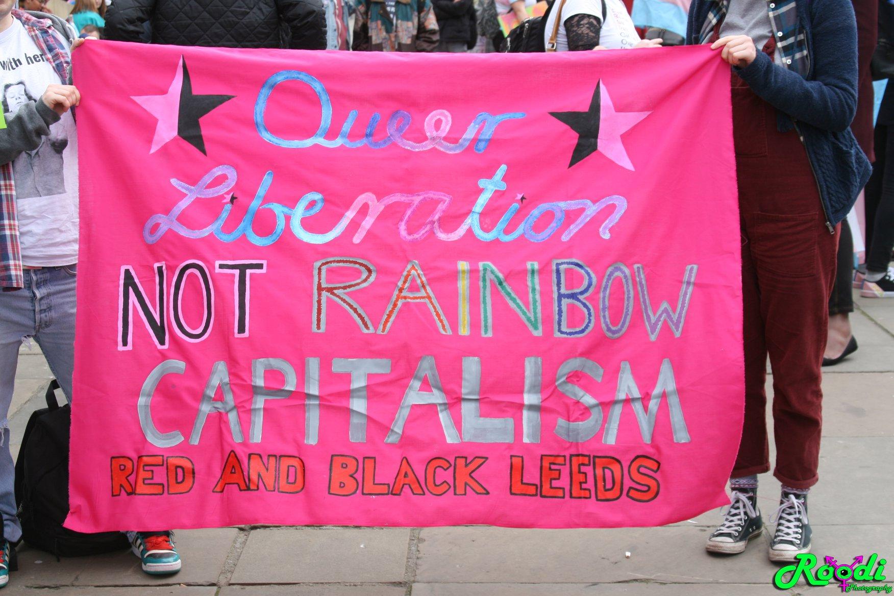 Баннер с демонстрации RABL на транс-прайде. Лидс, 2018 г. — BombshellRoodi