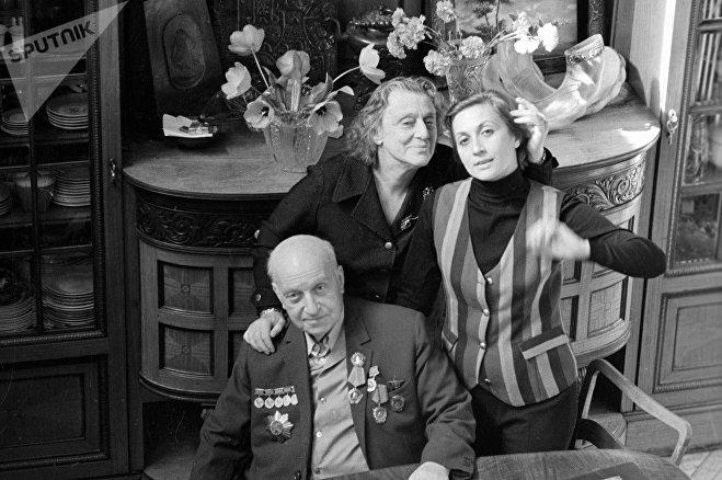 Михаил Чиаурели с женой Верико Анджапаридзе и дочерью Софико Чиаурели