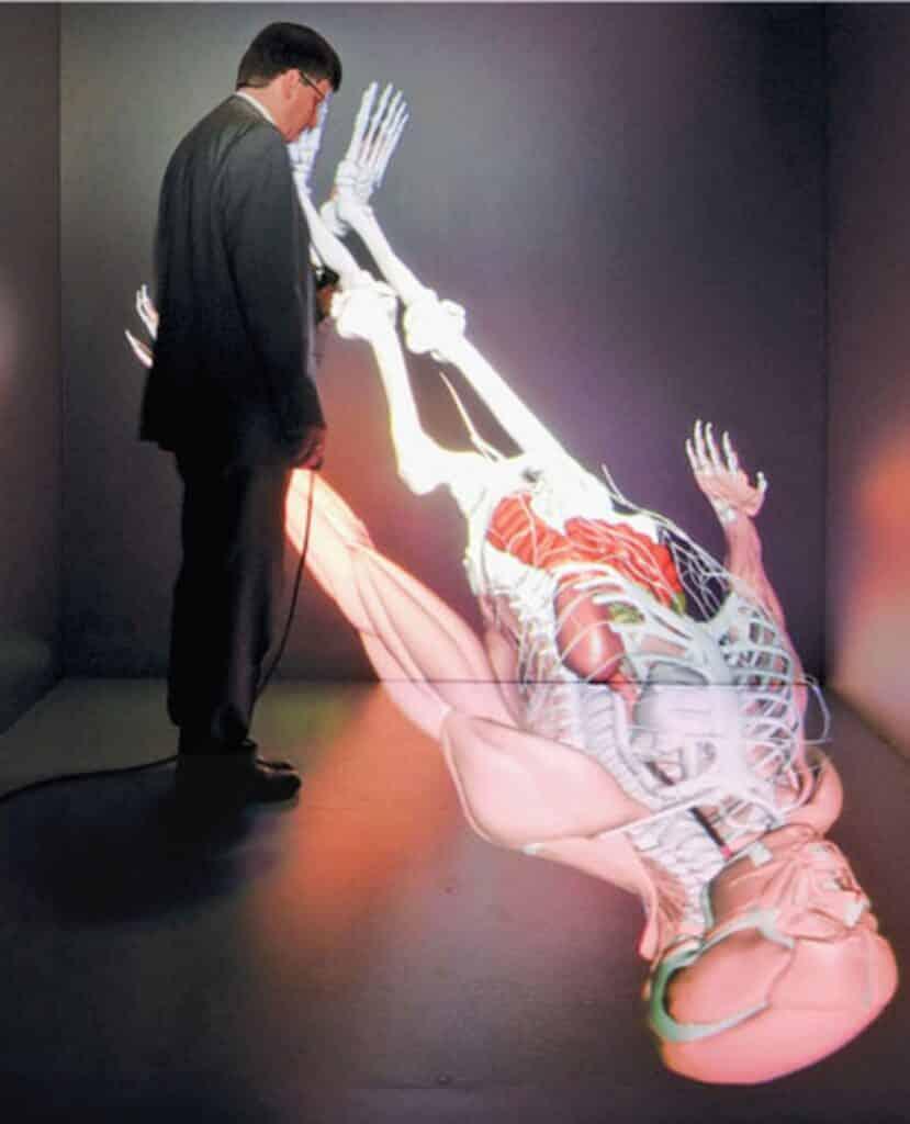 CAVEman — это трехмерный виртуальный пациент, проецируемый на голодек, который позволяет врачам визуализировать и диагнос