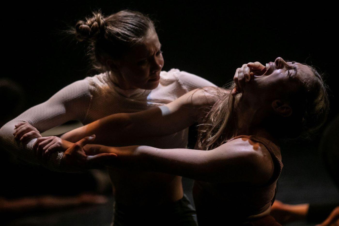 Физический танцевальный перформанс «SUSS». Фотограф - Дмитрий Тибекин