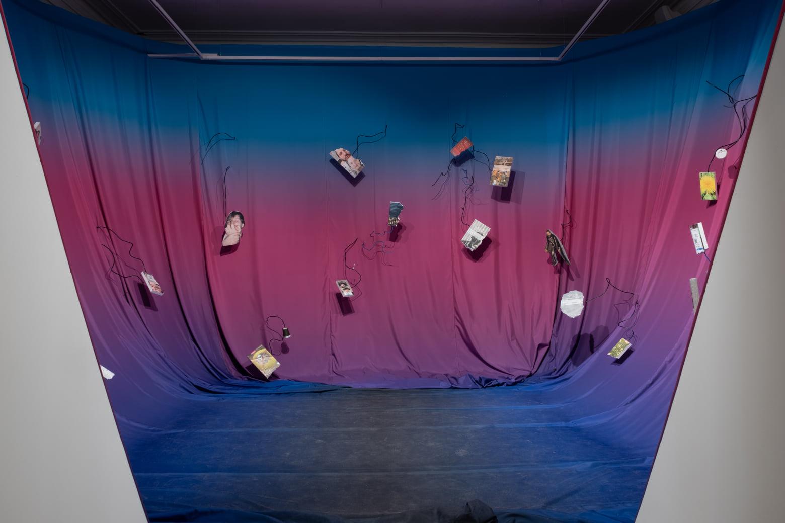Инсталляция «От меня остался ноль. Ни юмора, ни чувств — я выгорел» Игоря Самолета. Фрагмент экспозиции. Фотографии Resea