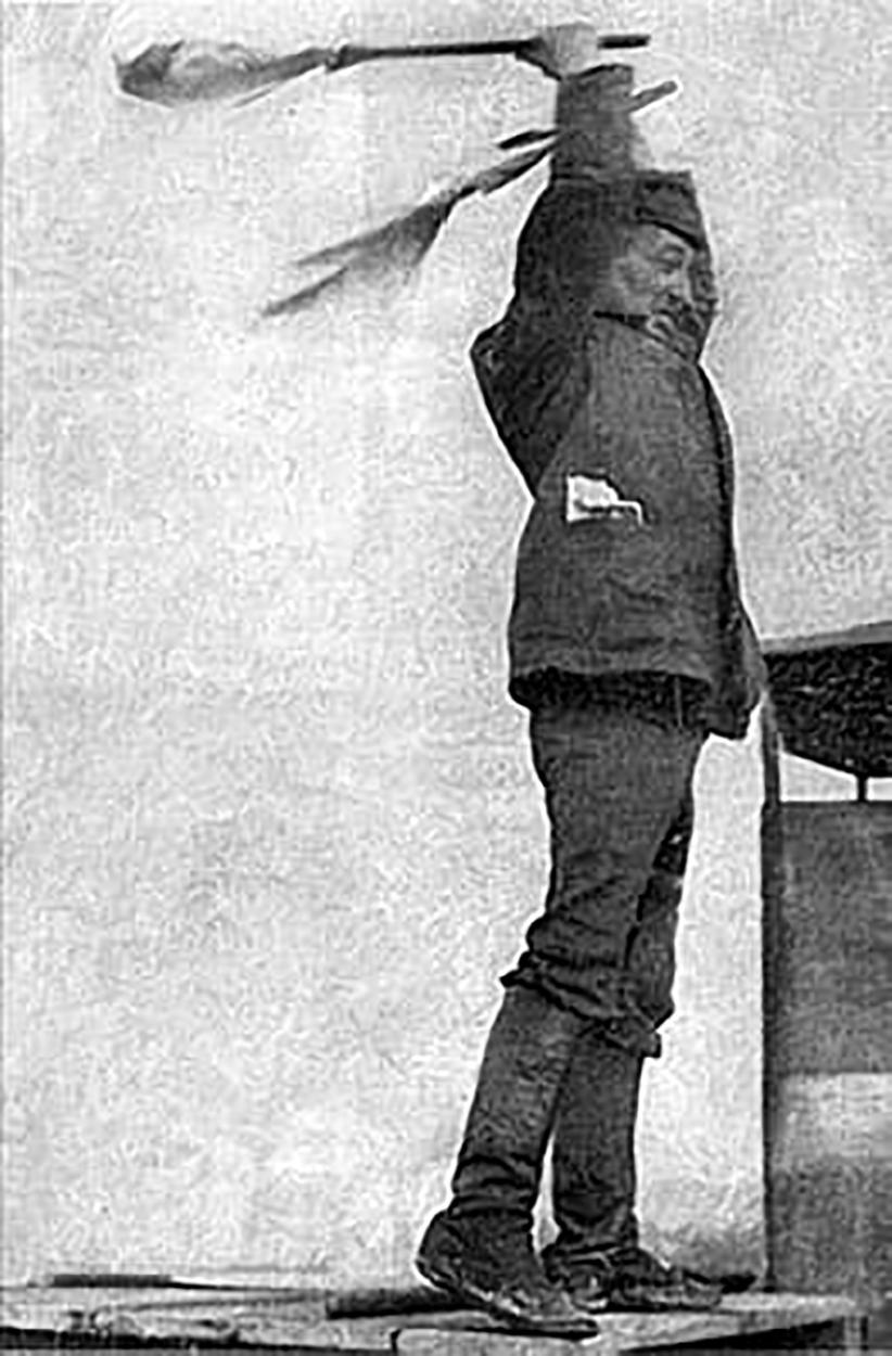 Рисунок 3 – А. М. Авраамов дирижирует «Гудковой симфонией» 7 ноября 1923 г. в Москве.