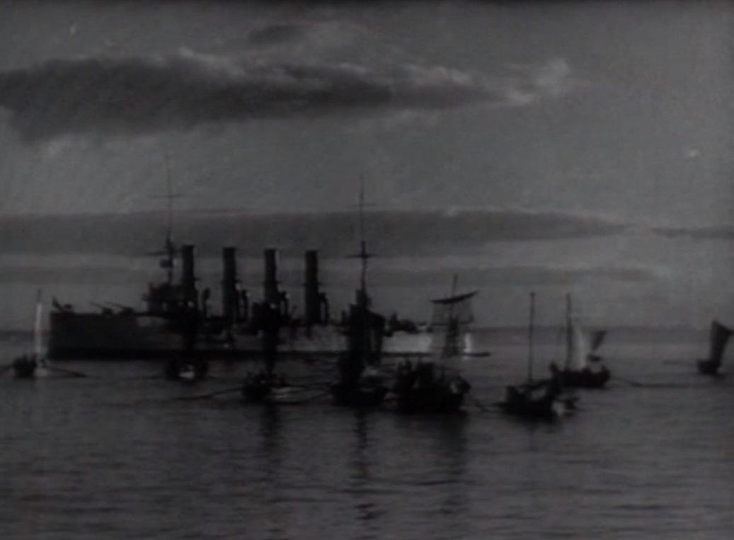 Бой в Чемульпо. 2 русских корабля против 14 японских кораблей. В роли «Варяга» снялся крейсер «Аврора»