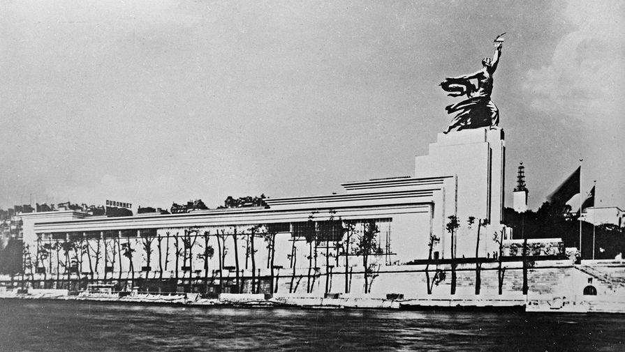 Советский павильон и памятник Веры Мухиной на Всемирной выставке в Париже. 1937