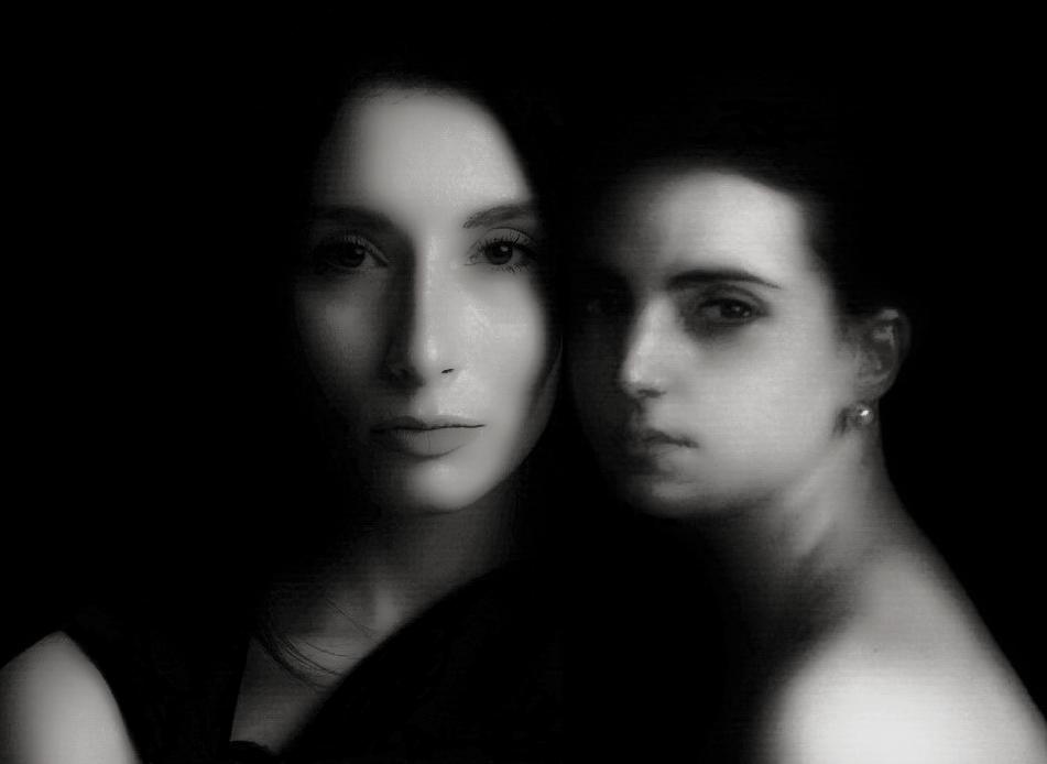 В рамках картины Хулио Ромеро де Торреса «Mary Luz» и фотоизображения Геры-Ангелины Пухановой — автор снимка Анастасия Во