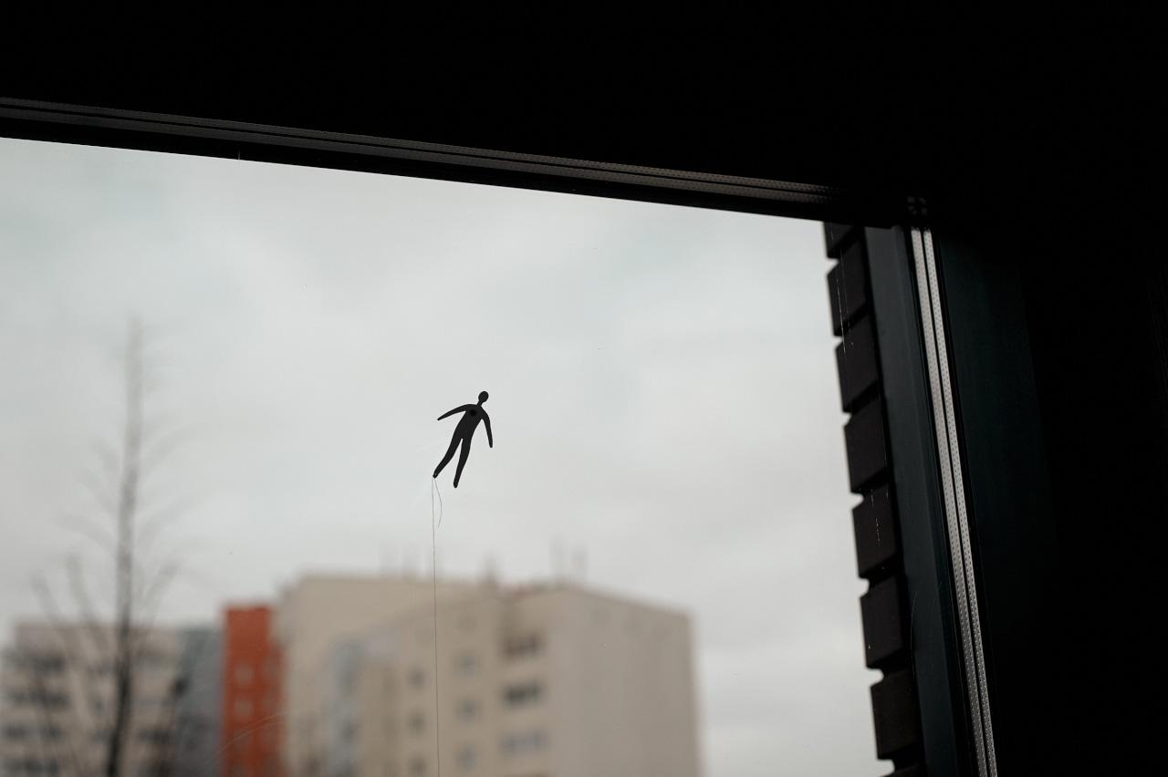 Фрагмент выставки «Воздушный змей» Аси Маракулиной. Арт-резиденция «Шишимская горка» / Фото: Алена Скала