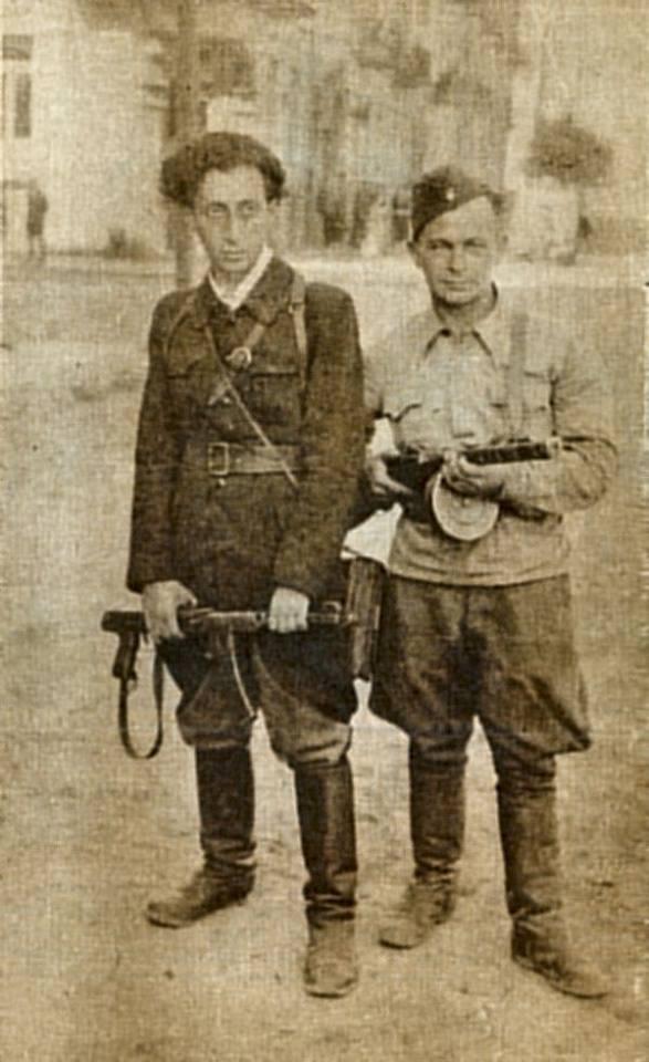 Слеа Аба Ковнер (1918-1987) жил в Израиле после войны, справа Шмерке Кочеринский (1908-1954) идишкий поэт до войны входи