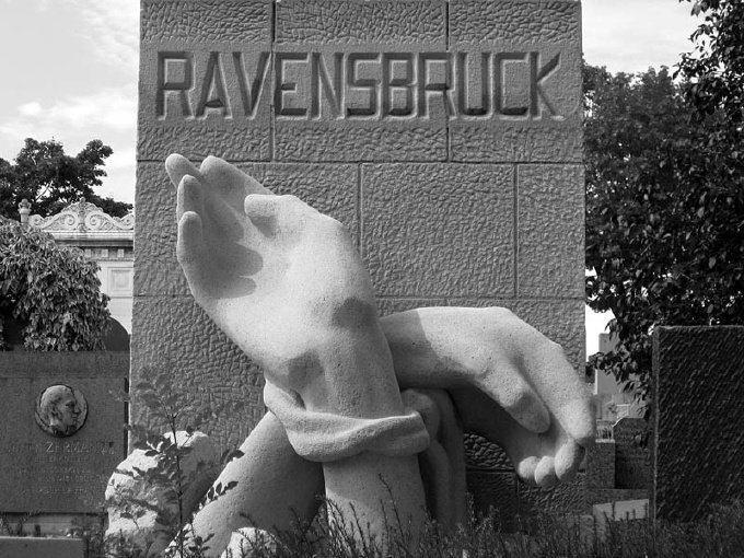 Концлагерь Равенсбрюк в Германии, где содержались исключительно женщины