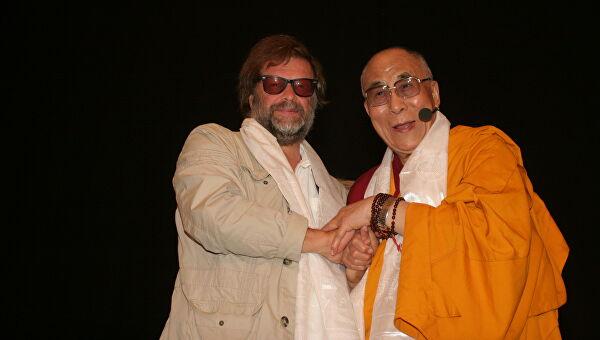 С Далай-ламой