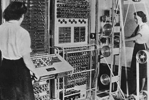 Программистки британского компьютера «Колосс», в 1943 году построенного для расшифровки немецких радиосообщений.
