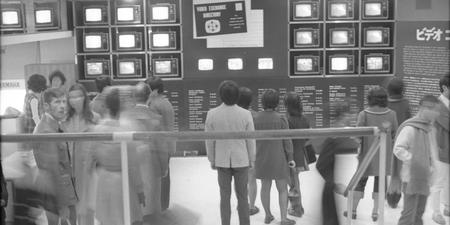 «Video Communication / Do-It-Yourself Kit».1972 .Photo: Michael Goldberg. Courtesy:https://tinyurl.com/ybr3tqwt