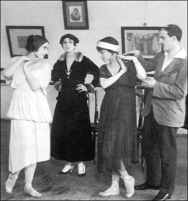 Михаил Фокин на репетиции. Фотография 1900-х гг.