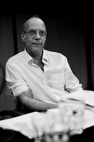 Герт Ловинк –теоретик медиа и активист, основатель и директор амстердамского Института сетевых культур