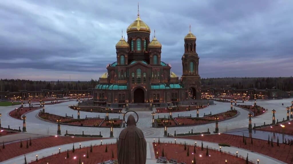 Комплекс главного храма ВС РФ © fondvoskresenie.ru