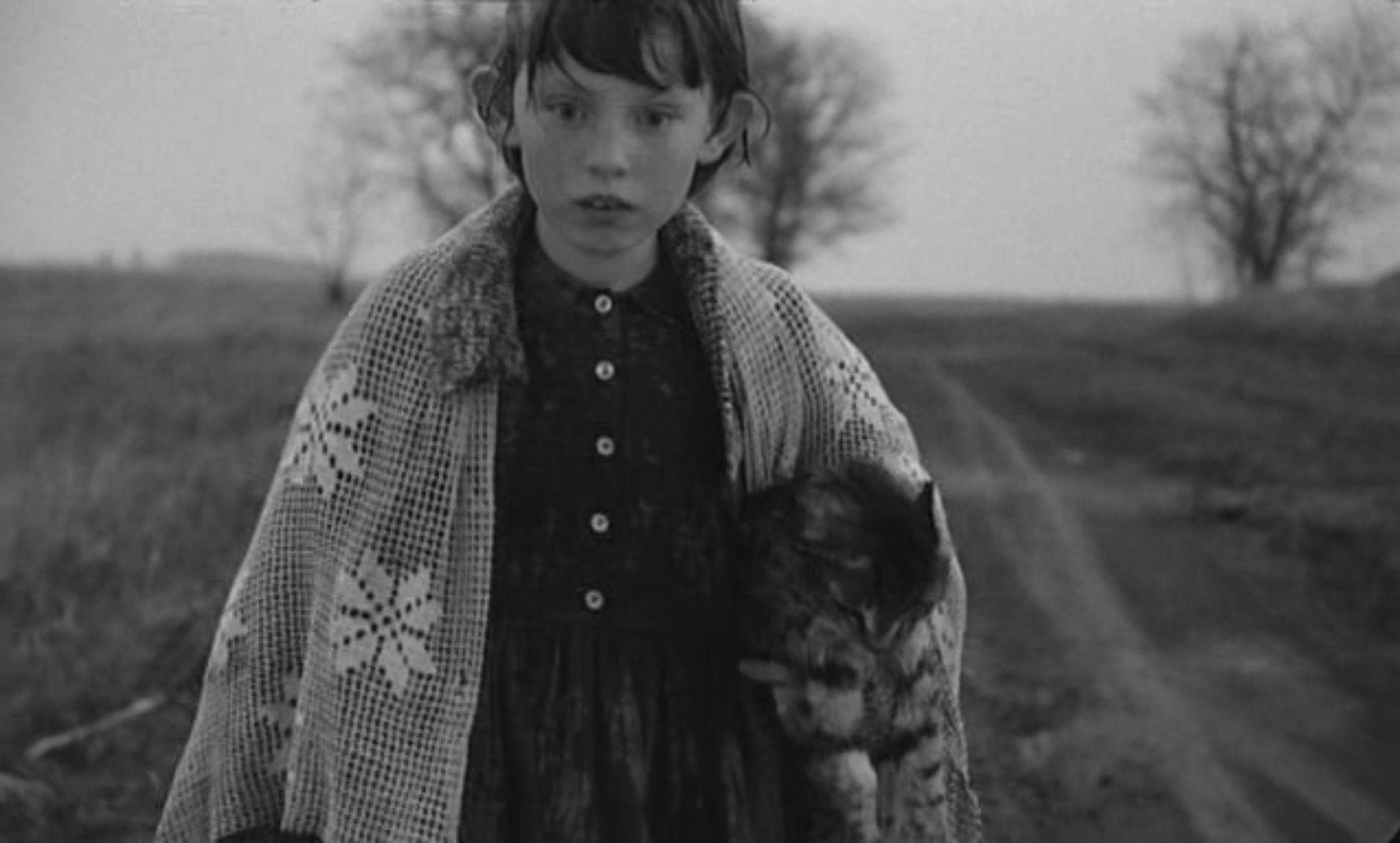 кадр из фильма «Сатанинское танго»Белла Тарра