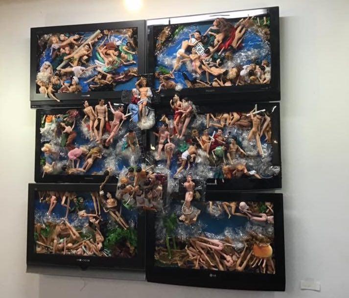 Группа REPA: объекты из серии «МассМедиаКУЛЬТ» на выставке в «Интимном месте».
