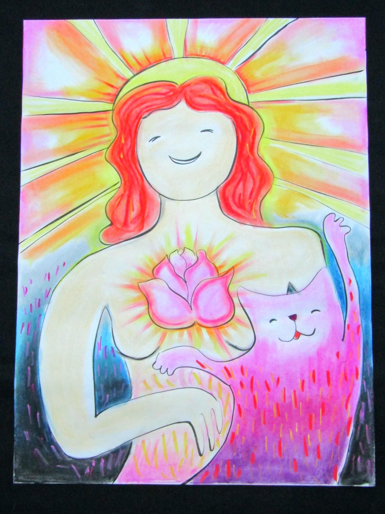 На рисунке изображена женская фигура. У нее рыжие волосы по плечи. Позади её головы сияющее солнце. Она улыбается. Кажетс