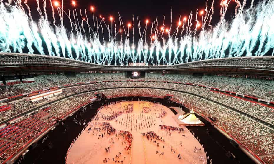 Торжественные фейерверки на церемонии открытия