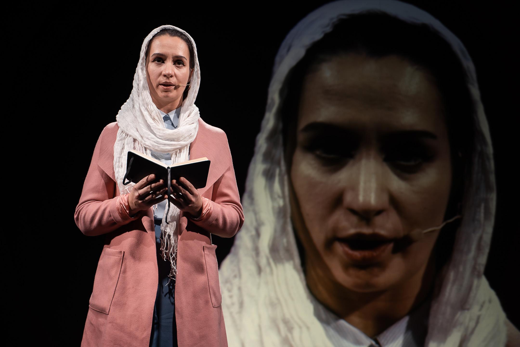 «Иранская конференция» (Такой театр); актриса Ася Ширшина. Фотограф: Андрей Сухинин
