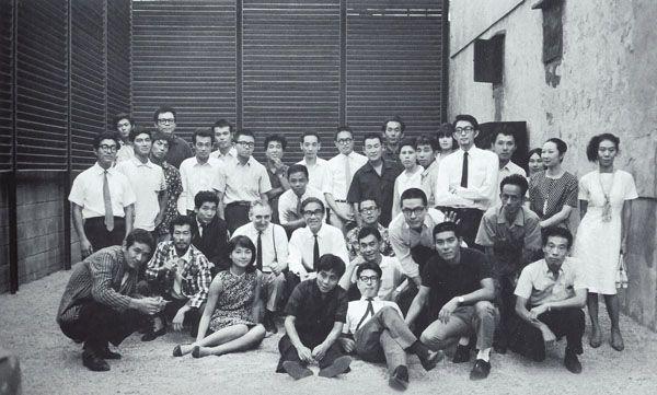 Фотография группы во дворе Пинакотеки. 1965 год. Courtesy:https://tinyurl.com/vbe8km4
