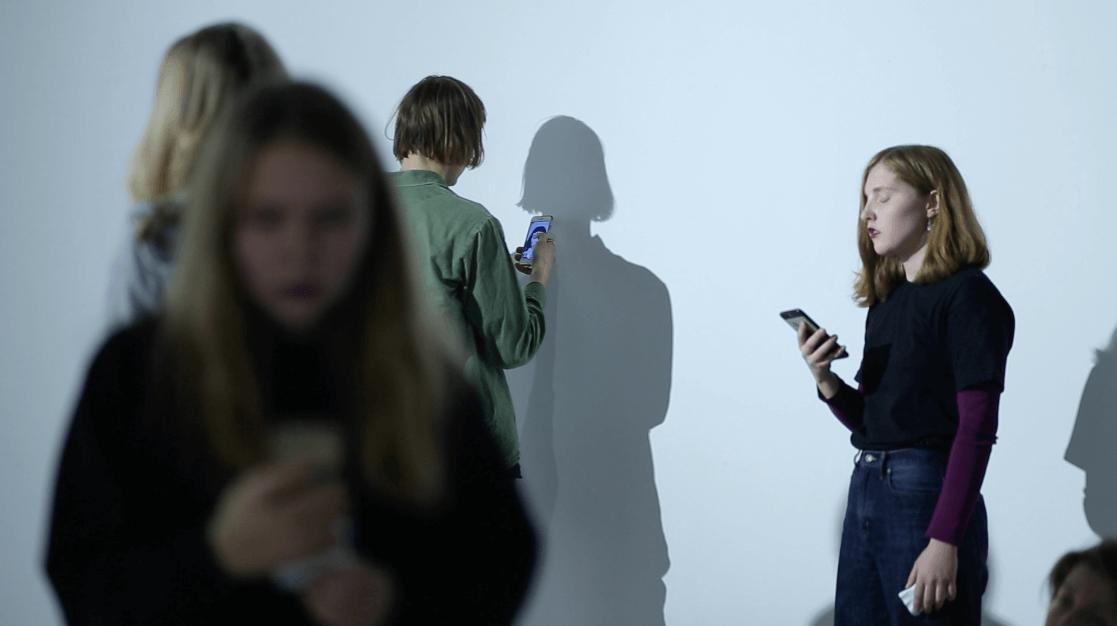 Саша Пучкова, «Синтаксис», 2018. Перформанс на выставке «Становясь бессознательным / Дрожа / С открытыми глазами / Я вижу