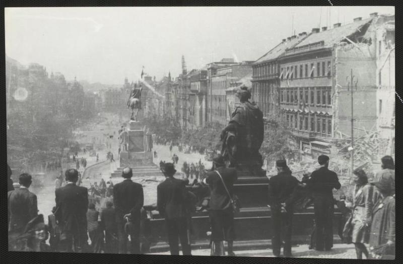 В освобожденной Праге. Фото – Давид Шнирман.