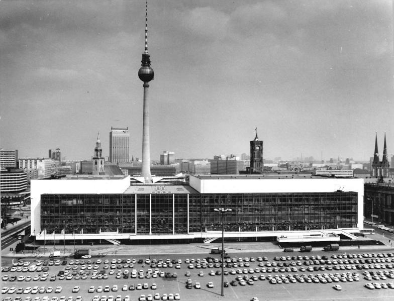 Дворец Республики, ГДР