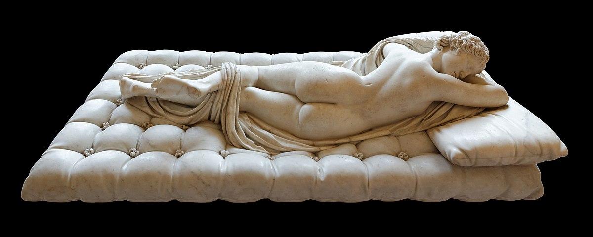 Спящий Гермафродит, древнеримская скульптура, постамент-ложе Жана Лоренцо Бернини.
