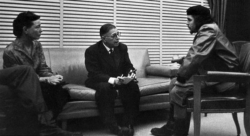 Гуманистические марксисты Жан-Поль Сартр и Симона де Бовуар беседуют с Эрнесто Че Геварой.