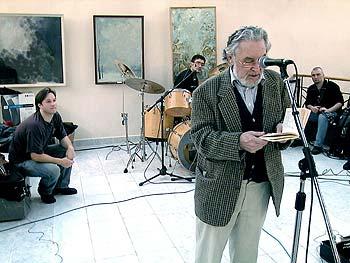 Поэт Геннадий Айги выступает на концерте своего сына композитора Алексея Айги