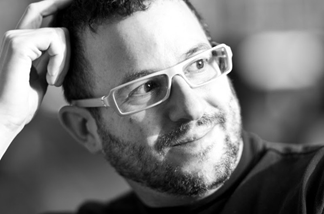 Адам Гринфилд — американский писатель и урбанист, в прошлом информационный архитектор в нескольких компаниях (в т.ч. в No