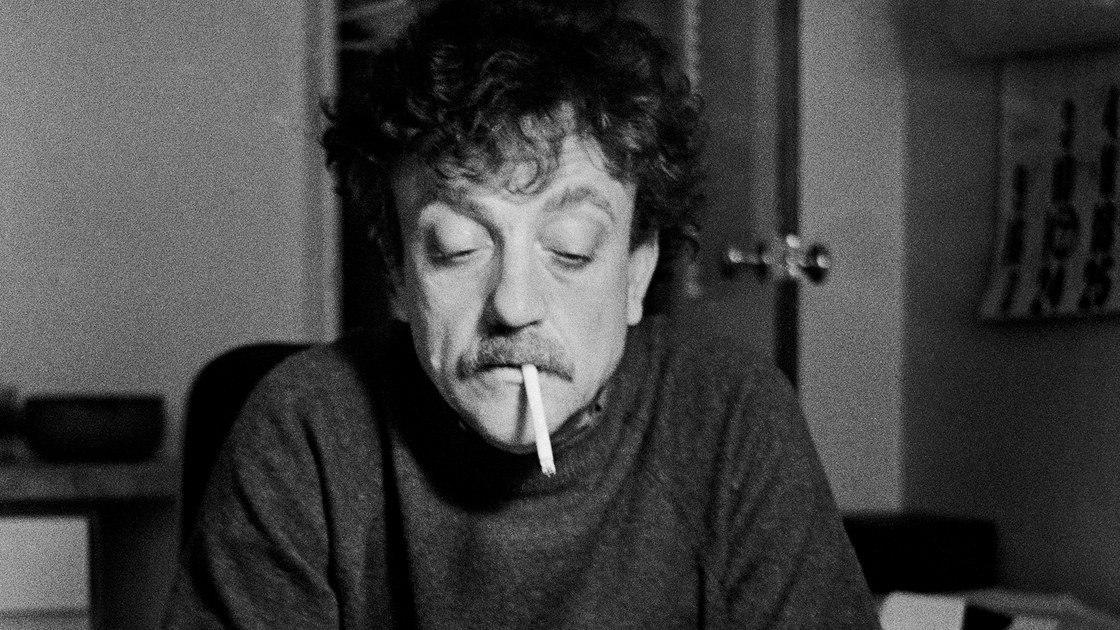 Американский писатель-сатирик Курт Воннегут (1922-2007)