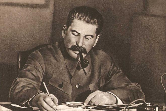 """Руководство СССР, принимая решение о создании ядерного оружия, очевидно стремилось поддержать """"баланс сил"""". В тот момент"""