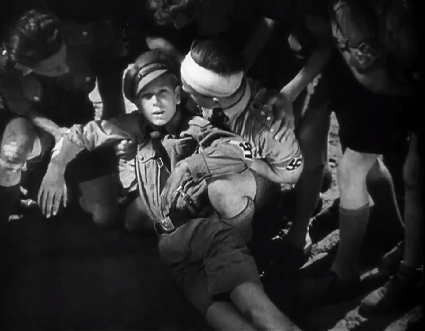 Заключительный кадр из фильма«Юный гитлеровец Квекс» (1933)