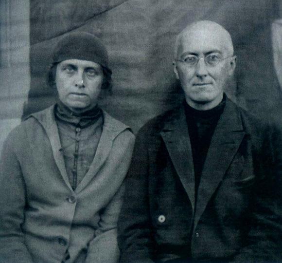 """""""Советская готика"""", А.Ф. Лосев с женой, Валентиной Михайловной, на Беломорканале, 1933 г."""