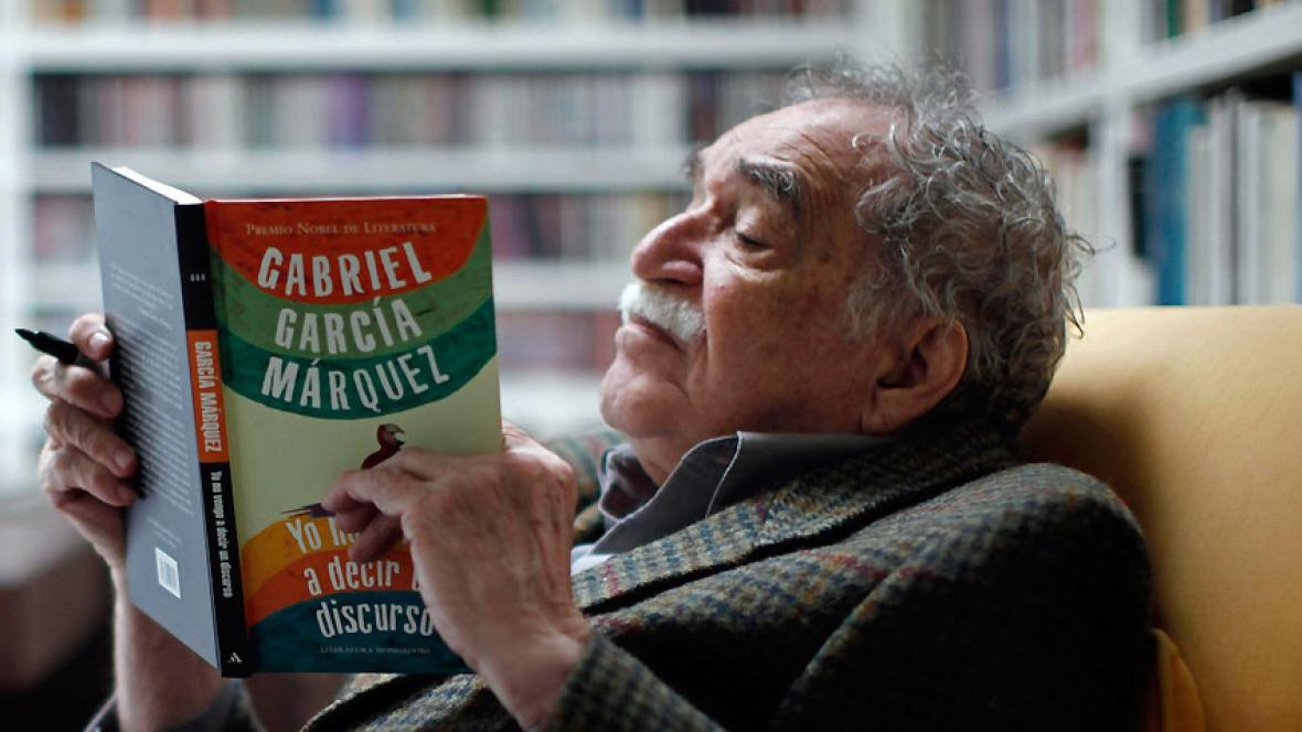 Маркес читает собственную книжку