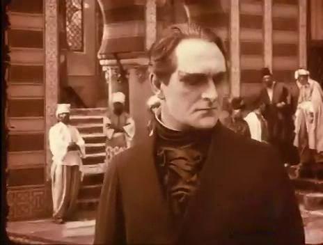 Олаф Фёнс в роли Гомункулуса