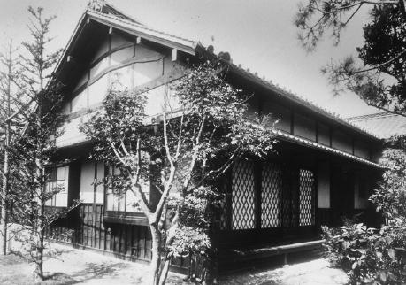 Павильон Мингэй для работы коммуны, представленный на выставке в парке Уэно. (1928). Courtesy: Asahi Beer Oyamazaki Villa