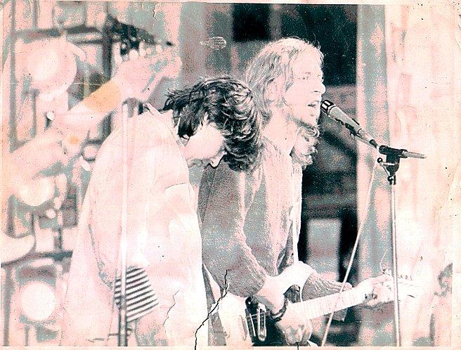 Мария Вирхов и группа «Ассоциация Пых» на Всесоюзном фестивале альтернативной и леворадикальной музыки (Первый панк-фести