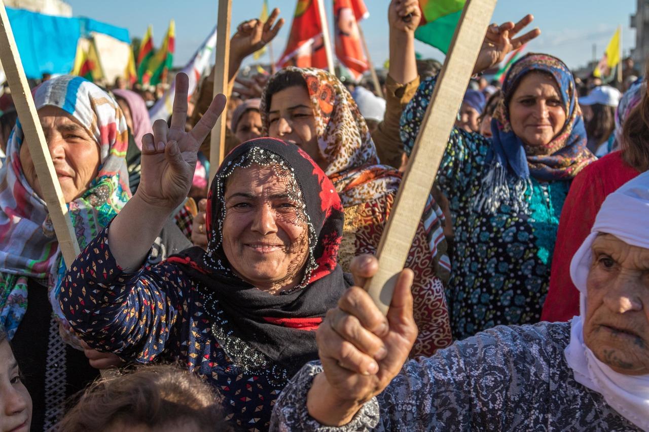 Курдские женщины на демонстрации. Фотография: Вилли Эффенбергер